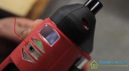 Индикатор заряда батареи на шуруповерте